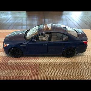 Officially licensed BMW M5 Die cast model 1/18